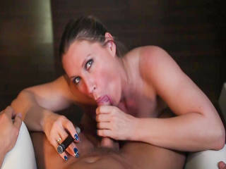 Blowjob In Der Lounge